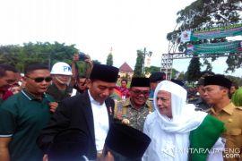 President Jokowi visits to Pekalongan