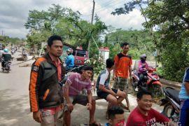 Salahkan PT Waskita, warga blokade akses tol Pemalang-Batang
