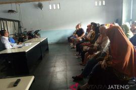 Nasabah geruduk PD BKK Temanggung yang kolaps
