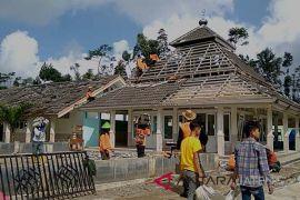 Bangunan rusak akibat gempa, SMPN 2 Kalibening tetap gelar UN (VIDEO)