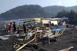 Gelombang tinggi rusak 48 warung di pantai Sodong Cilacap