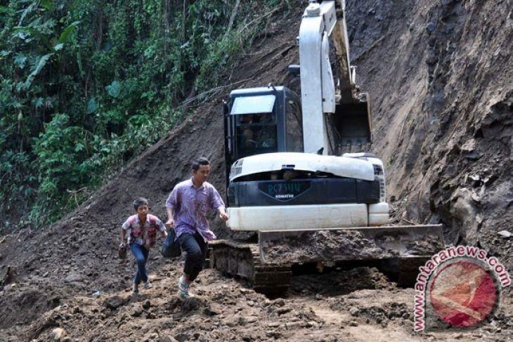 Longsor di Magelang akibatkan dua rumah rusak (VIDEO)