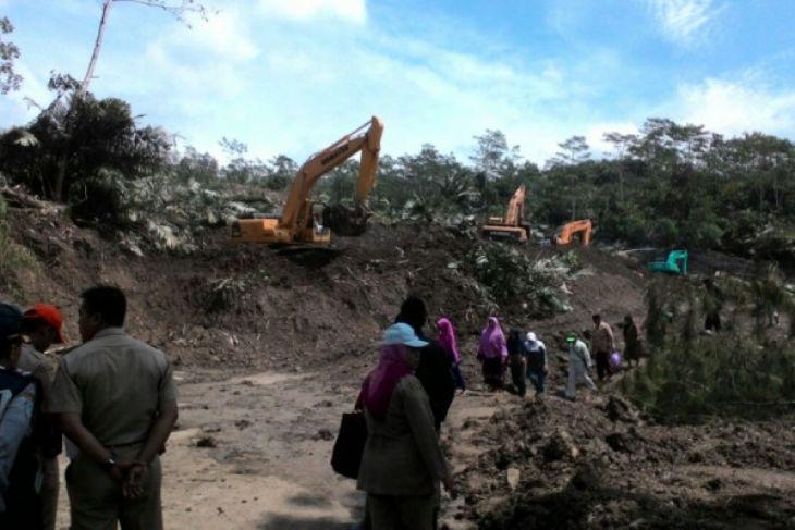 BPBD Banjarnegara amankan lokasi longsor dari kerumunan warga