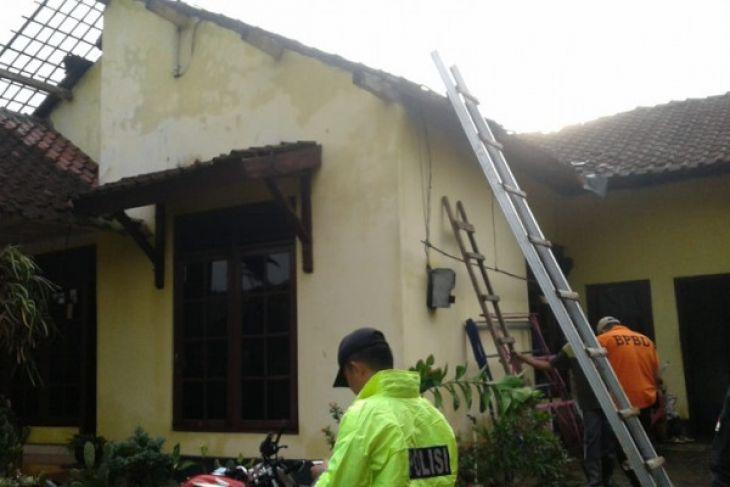 17 rumah rusak diterjang angin ribut di Temanggung
