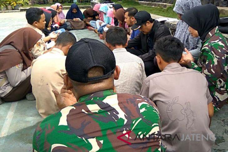 Siswa korban gempa Banjarnegara gelar doa bersama (VIDEO)