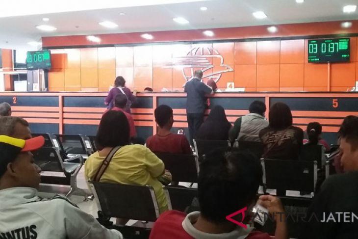 Pengantre di Kantor Pos lebihi 300 orang, petugas ditambah