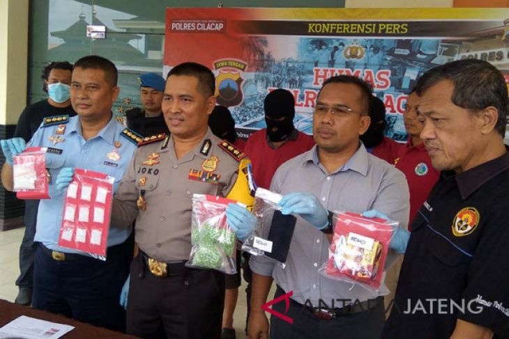 Polisi tangkap sipir Nusakambangan karena jadi kurir narkoba (VIDEO)
