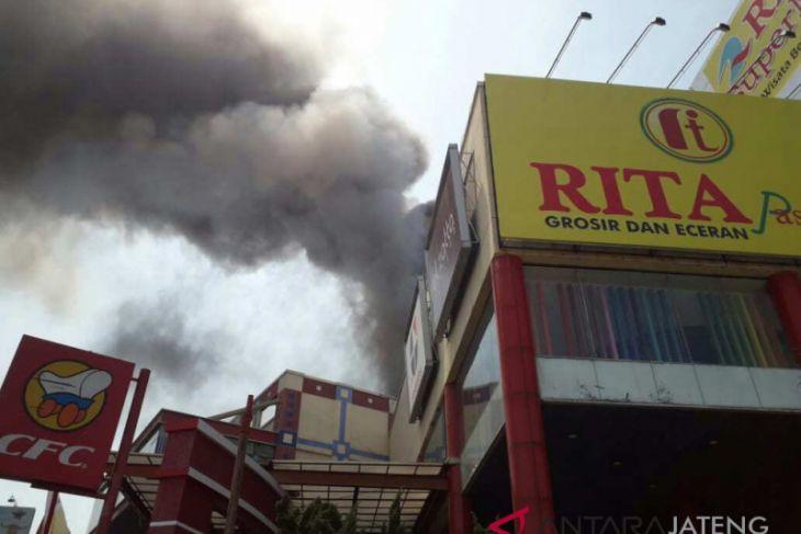 Rita Supermall Tegal terbakar