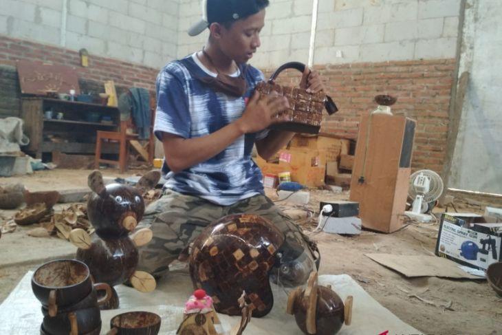 Kerajinan tempurung kelapa diminati konsumen luar negeri