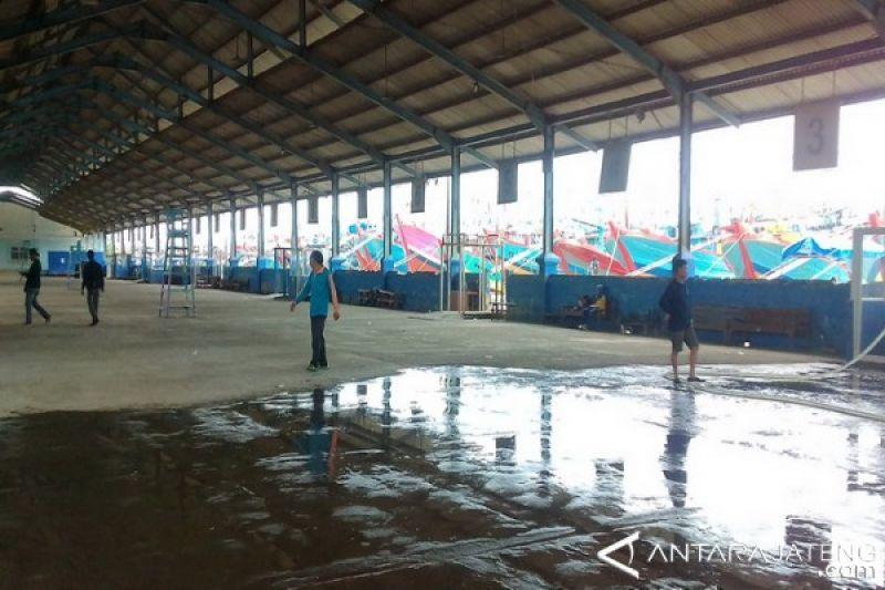 Gelombang tinggi, Aktivitas lelang ikan di Pekalongan lumpuh