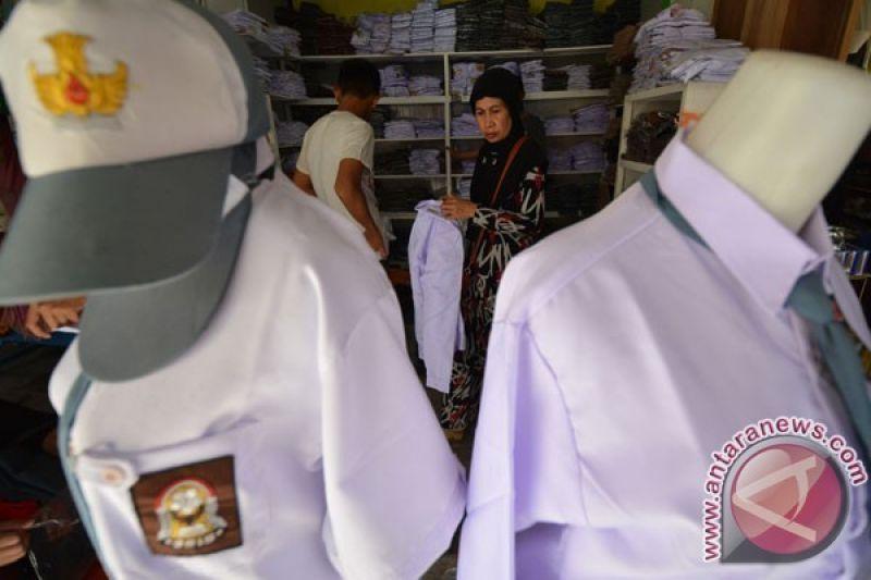 Bajukertasku Semarang Kumpulkan Kertas untuk Seragam Sekolah
