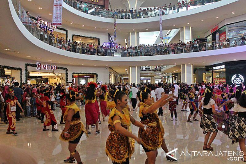 1.000 Peserta Ikut Indonesia Menari di Solo