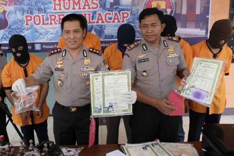 Kawanan Pemalsu Ijazah di Kabupaten Cilacap Dibekuk