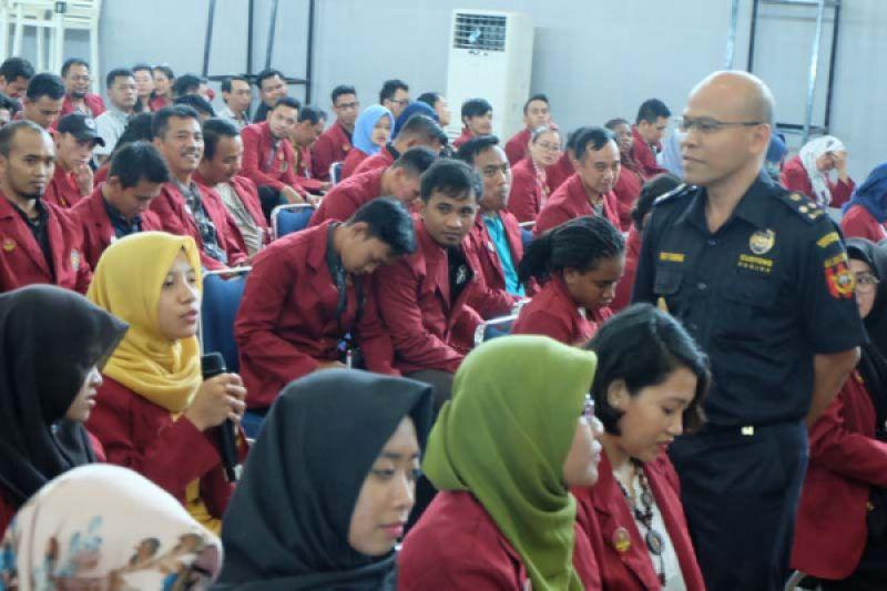 Mahasiswa Hukum Janabadra Yogyakarta berlajar bea cukai