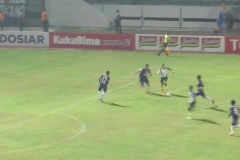 PS Tira tundukkan tuan rumah PSIS 2-0
