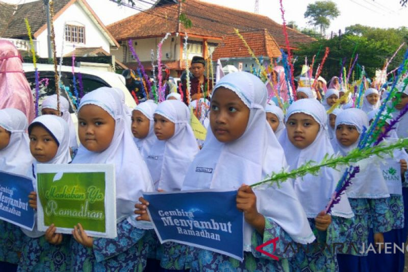 Ratusan pelajar Bina Amal Semarang berkarnaval sambut Ramadhan