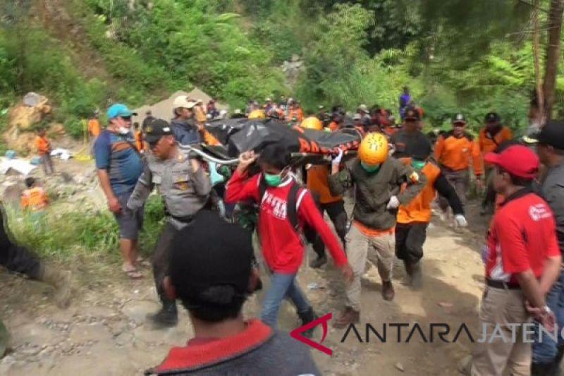 Dua penambang korban longsor dievakuasi