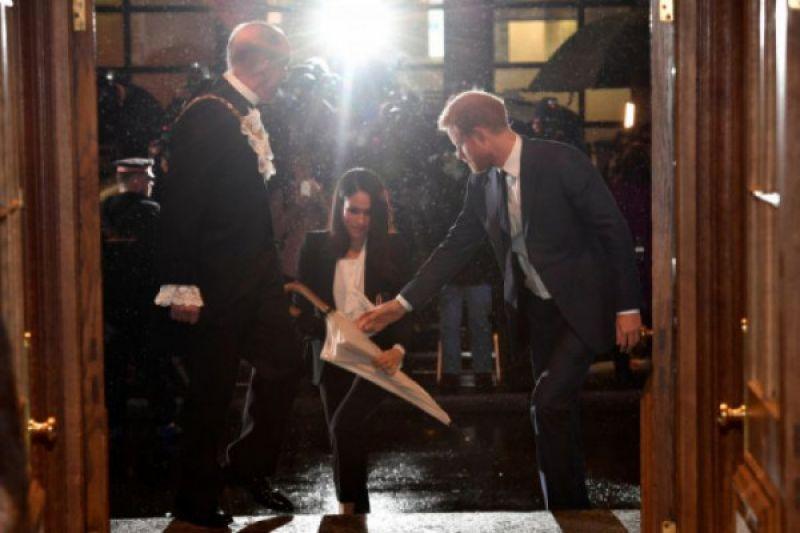 Meski tak diundang, keluarga besar Meghan Markle datang ke London