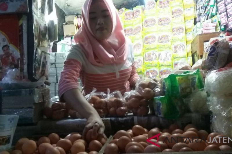 Harga daging ayam dan telur kembali merangkak naik