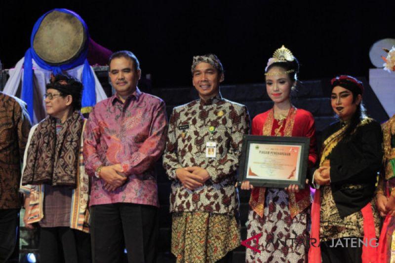 Lestarikan seni budaya, Batang raih penghargaan penyelenggara IAPF 2019
