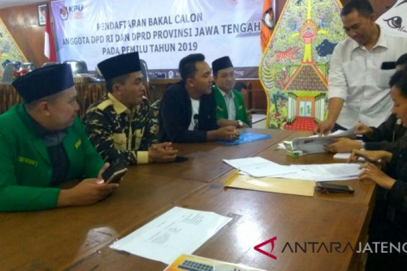 Gus Mujib, Ketua GP Ansor Korwil Jateng-DIY mendaftar DPD RI