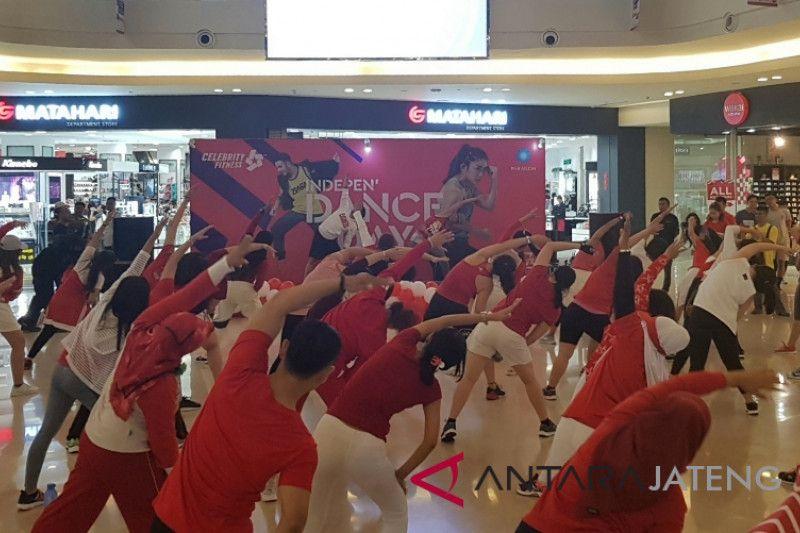 Celebrity Fitness Rayakan Kemerdekaan Lewat Fitnes di Mal