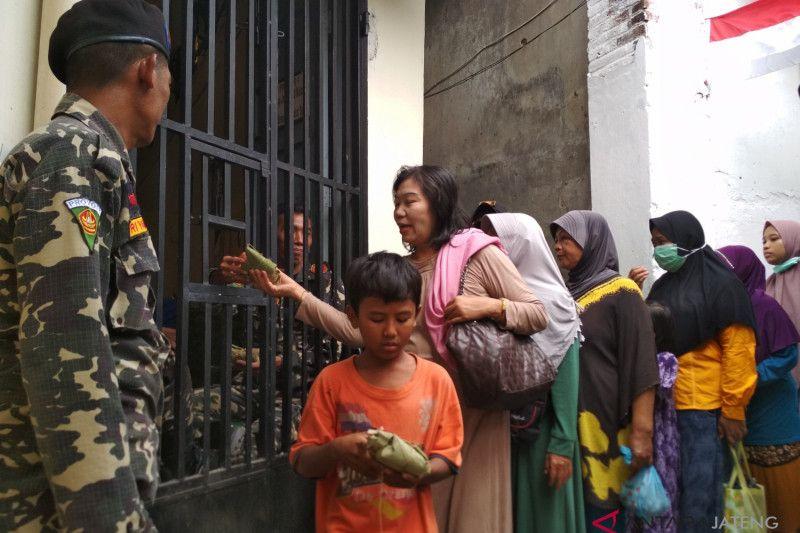 Nasi uyah asem, nasi berkat yang diminati ribuan warga (VIDEO)