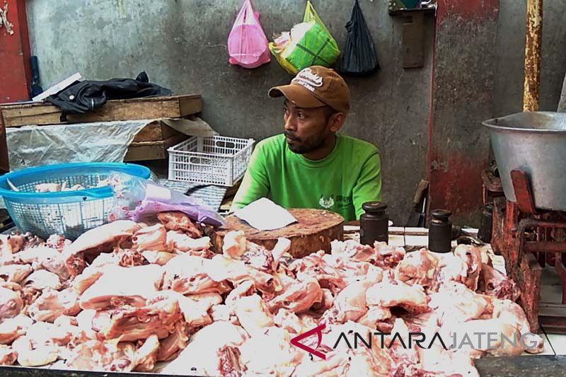 Harga daging ayam ras di Purwokerto bertahan Rp35.000/Kg
