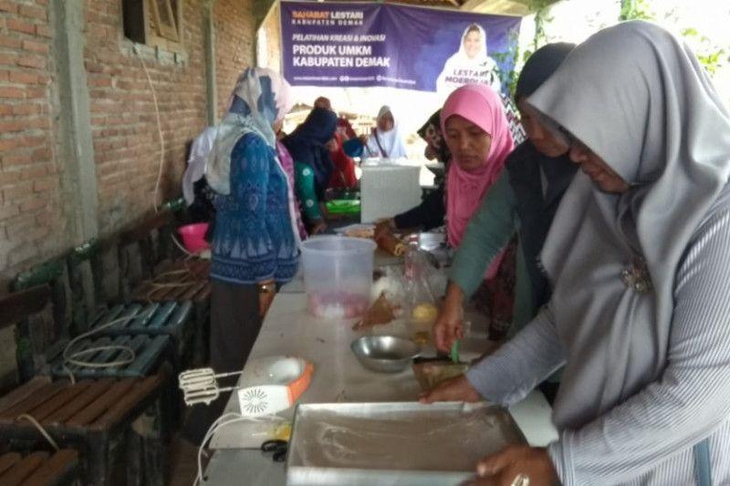 Ibu rumah tangga di Demak dilatih memproduksi makanan olahan