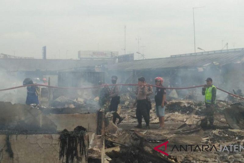 Pasar Wiradesa Pekalongan ludes terbakar