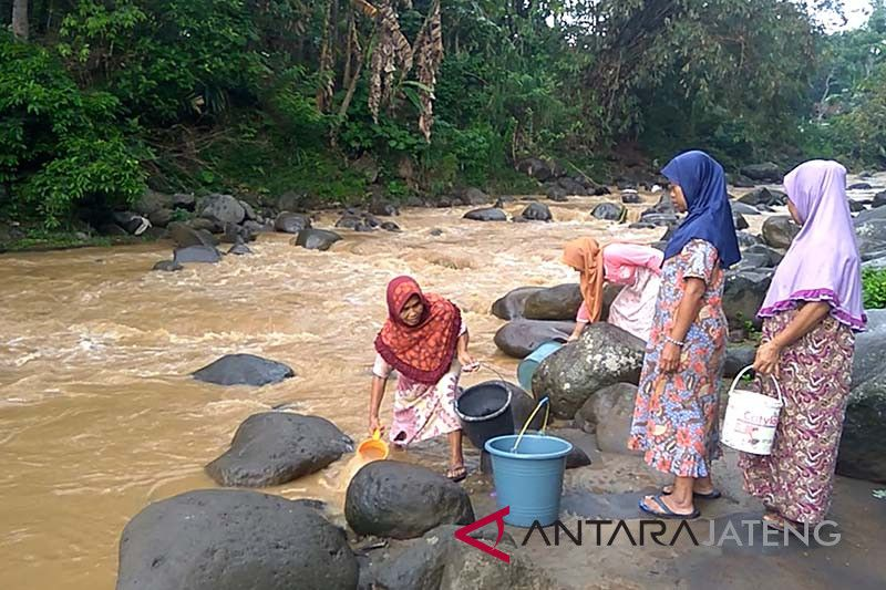 Sungai Prukut kembali keruh, warga kesulitan air (VIDEO)