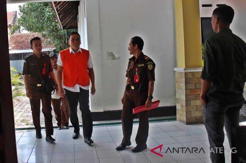 Jaksa belum siap, tuntutan terhadap Iwan Adranacus ditunda