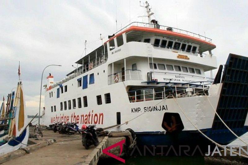 100-an turis masih tertahan di Karimunjawa, sebagian pulang naik pesawat