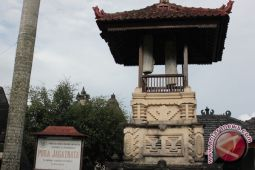 Kemenag Yogyakarta bersihkan pura bangun kebersamaan (video)