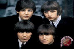 Drummer Beatles Ringo Starr dianugerahi gelar bangsawan
