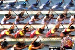 42 tim bersaing dalam Festival Perahu Naga
