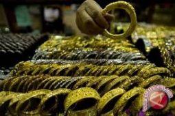 Harga emas turun akibat dolar AS menguat