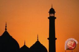 Dua orang tidak dikenal rusak kaca masjid