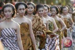 Batik warnai tema Pelangi Budaya Bumi Merapi