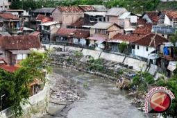 1.990 KK salurkan jamban langsung ke sungai