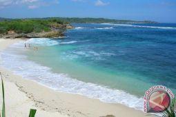 DPRD desak pemkab melakukan penataan kawasan pantai