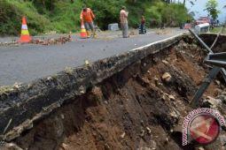 Kerugian akibat longsor diperkirakan Rp100 miliar