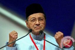 Mahathir melarang mantan PM Najib meninggalkan Malaysia