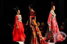 Busana karya lima desainer Indonesia ditampilkan di London Fashion Scout