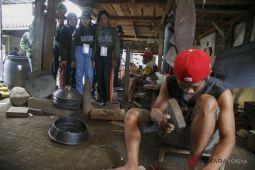 BUMN HADIR - SMN Kalteng melihat proses pembuatan gamelan (Video)