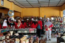 BUMN HADIR - SMN Kepulauan Riau kunjungi industri gerabah Kasongan