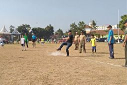 Dandim 0732/Sleman membuka pertandingan sepak bola anak U-9