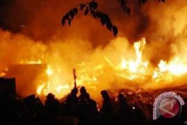 Rumah Miley Cyrus musnah dalam kebakaran di Malibu