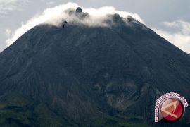 Gunung Merapi diselimuti cuaca cerah Sabtu pagi