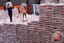 Perum Bulog bertekad tak impor beras